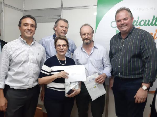 Ibraoliva entrega pedido de desoneração a Ministra Teresa Cristina