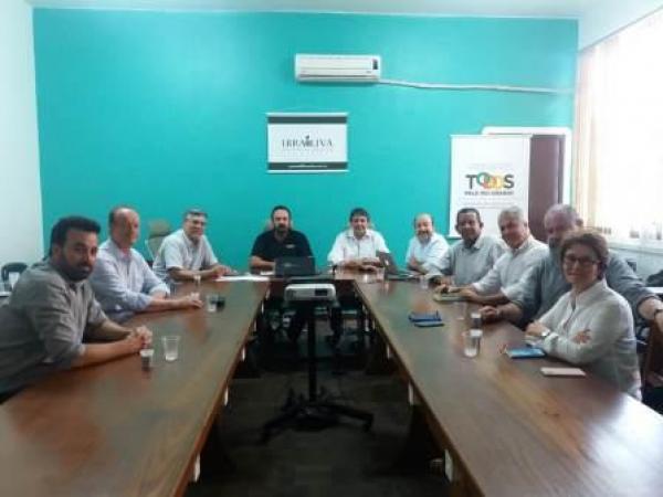 Diretores da ASSOOLIVE participam de reunião do IBRAOLIVA